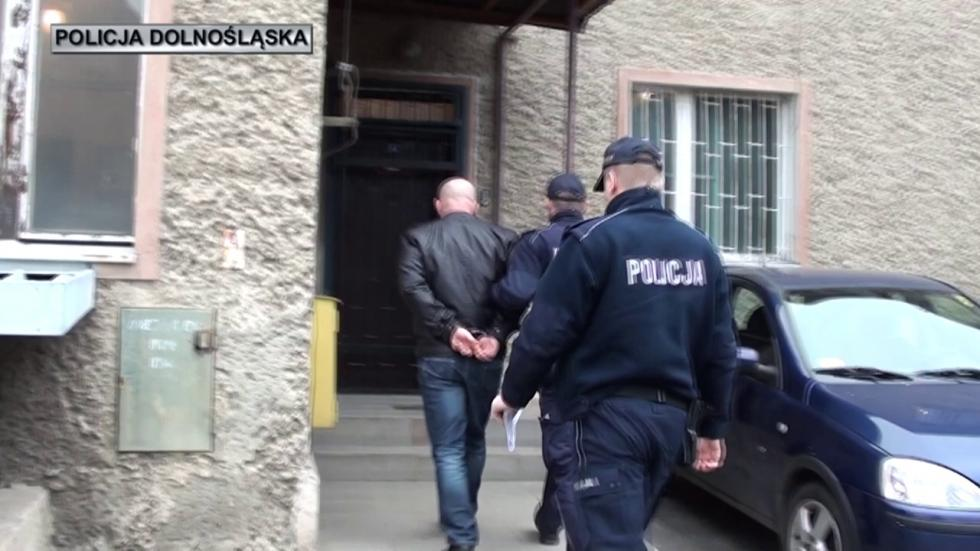 Areszt dla podejrzanego orozbój na kasjerce