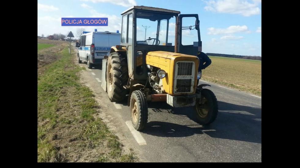 Zatrzymany kierowca ciągnika rolniczego miał 4 promile alkoholu worganizmie