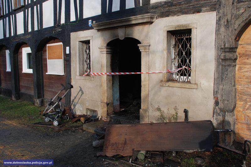 Pomogli mieszkańcom wydostać się zbudynku, wktórym wybuch pożar