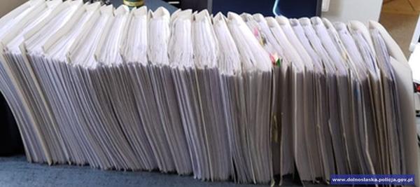 416 zarzutów oszustwa, 150 pokrzywdzonych