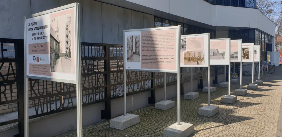 Za murami getta warszawskiego – wystawa plenerowa wMiejskiej Bibliotece Publicznej – Centrum Wiedzy