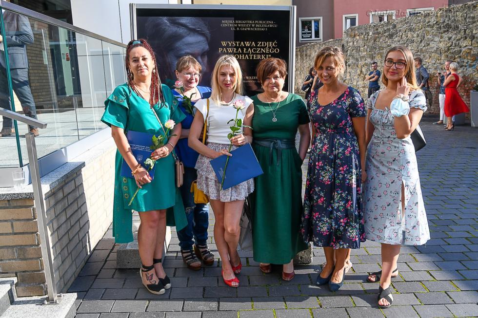"""Wystawa zdjęć Pawła Łącznego """"Bohaterki"""""""